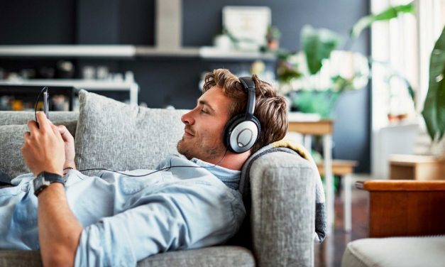 4 Podcasts For Aspiring Business Professionals